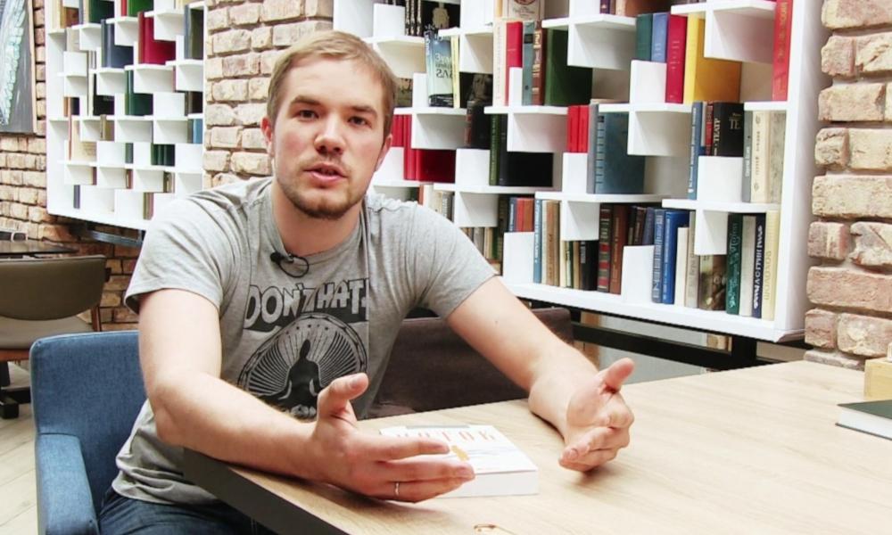Фёдор Жерновой в городском кафе «Орион»