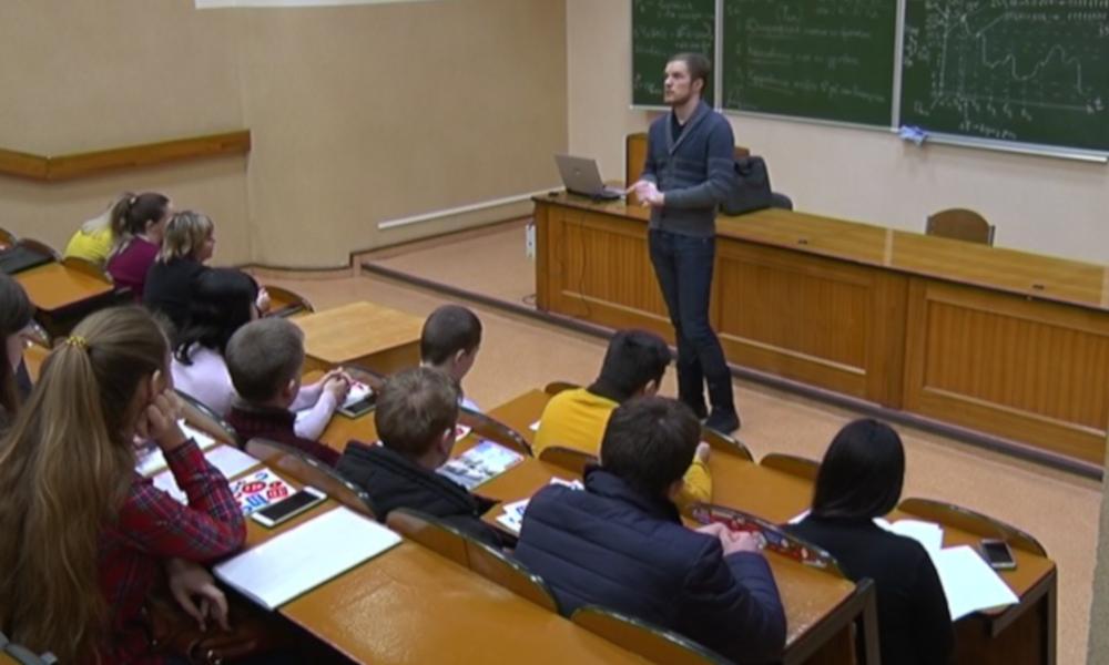 Фёдор Жерновой выступает перед студентами БГТУ им. В.Г.Шухова