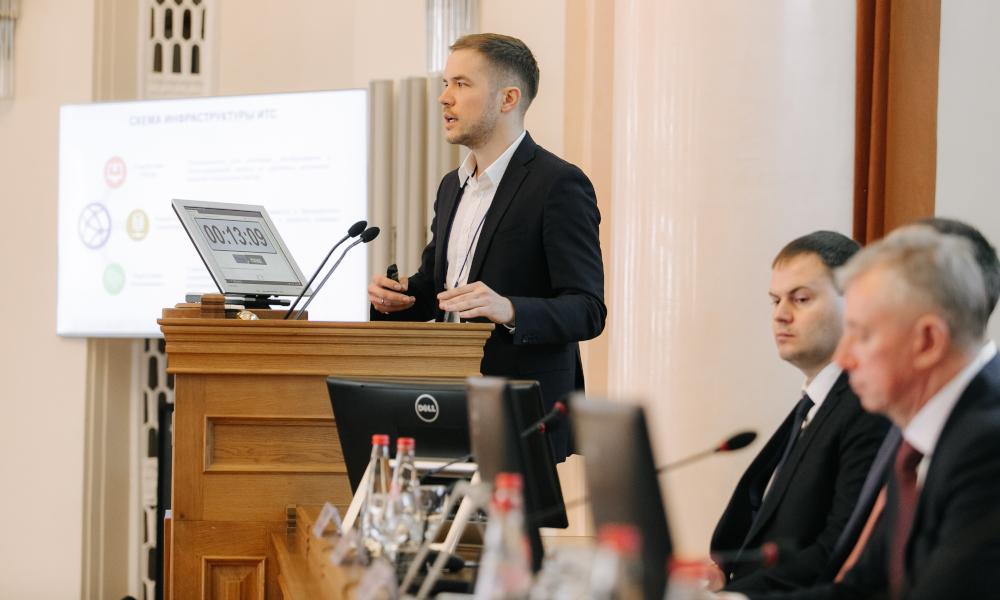 Фёдор Жерновой выступает на 16 межрегиональной конференции «Новые прогрессивные технологии ремонта и содержания автомобильных дорог»