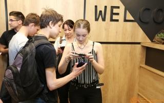 Проверка билетов гостей перед лекцией Даниила Подольского