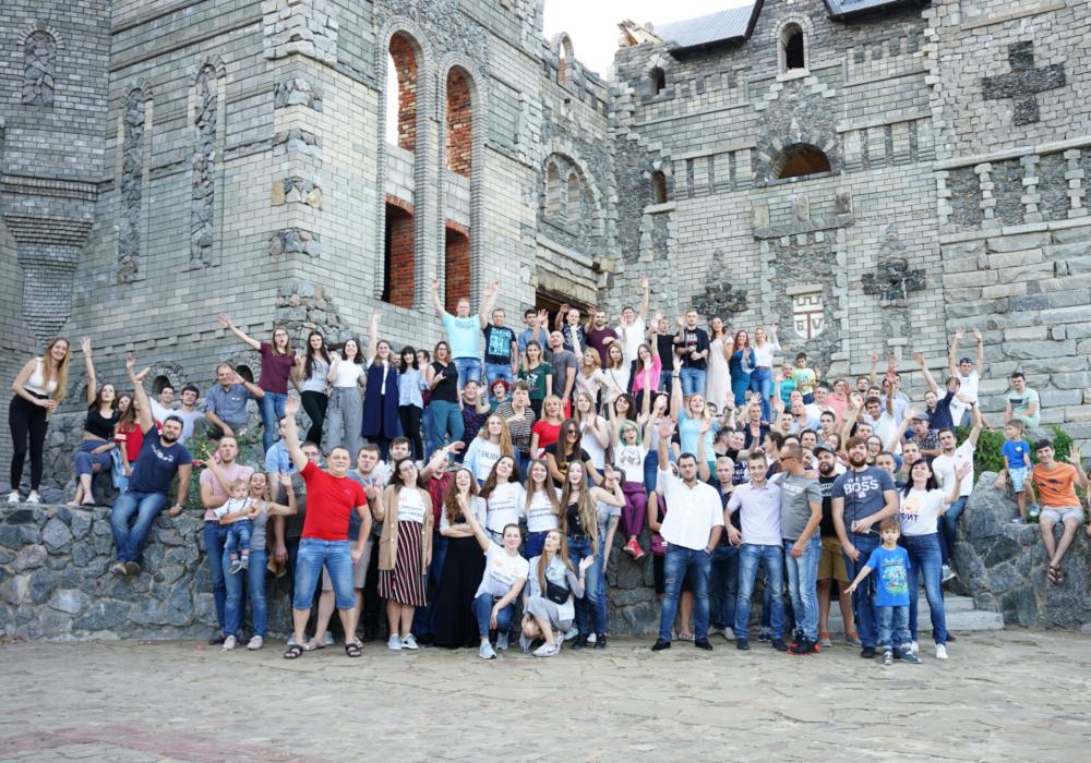Сотрудники Фабрики информационных технологий на корпоративе в честь 11-летия компании