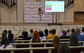 Мария Азизова выступает на форуме БИФ2019