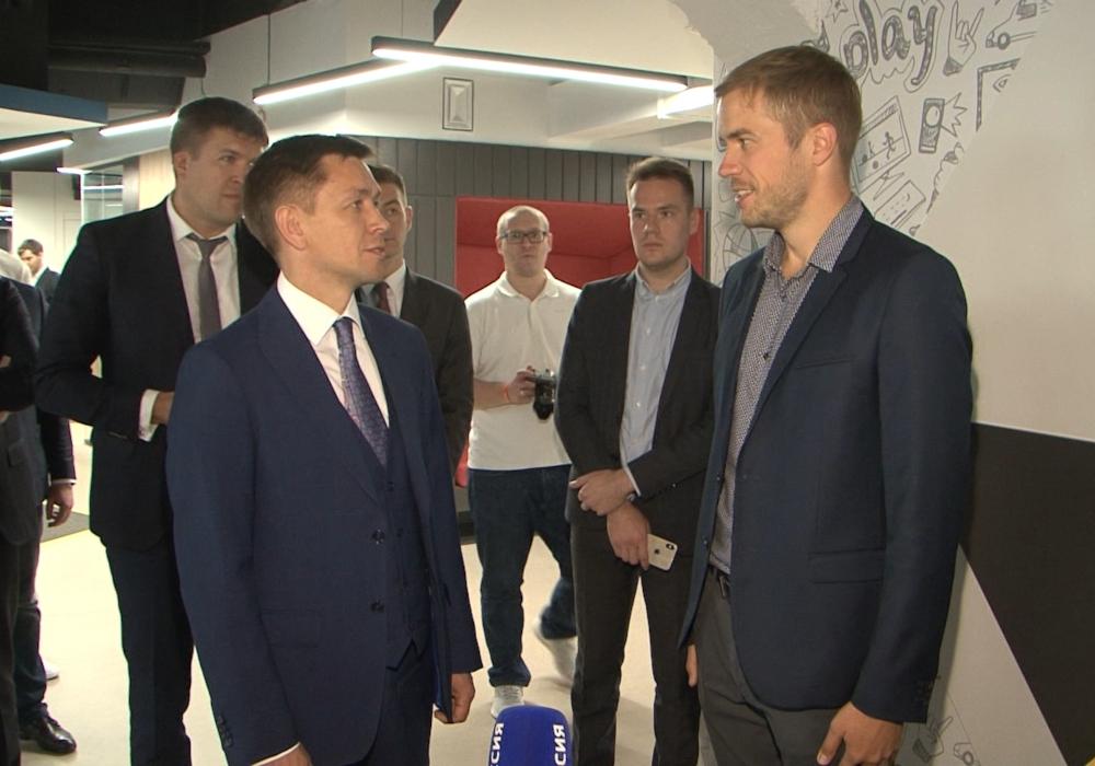 Министр цифрового развития Константин Носков в офисе Фабрики информационных технологий
